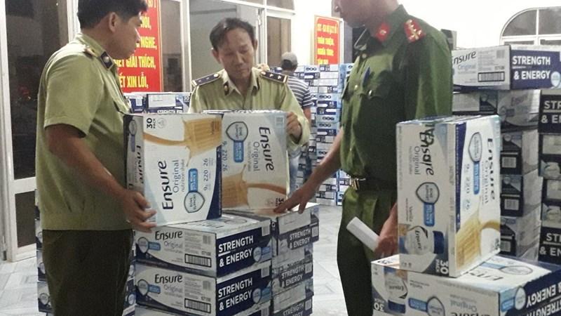 Tạm giữ hơn 300 thùng sữa các loại không rõ nguồn gốc xuất xứ