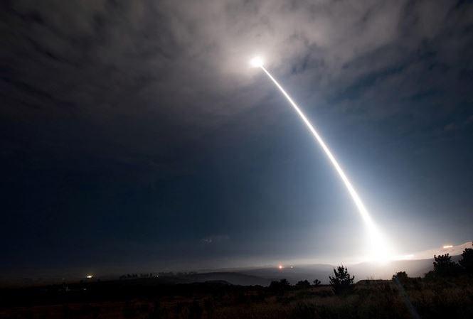 [Infographics] Tên lửa tầm ngắn Triều Tiên vừa bay, Mỹ phóng ngay siêu tên lửa tầm xa