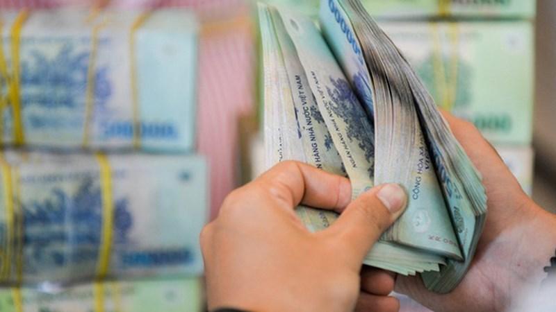 Tiền lớn trở lại thị trường, lãi suất VND qua đêm rơi sâu