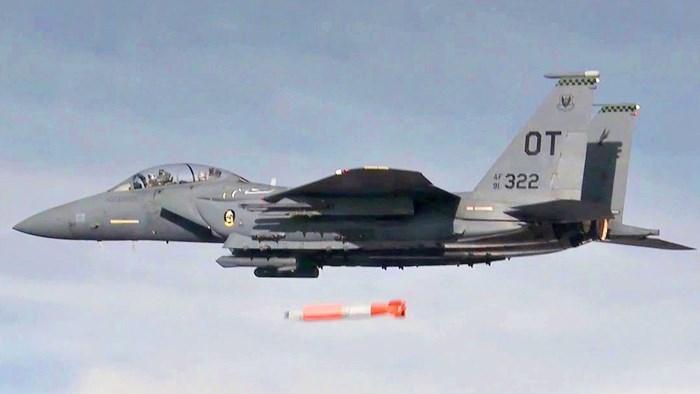 [Video] Cận cảnh Mỹ thử nghiệm bom hạt nhân trọng lực B61