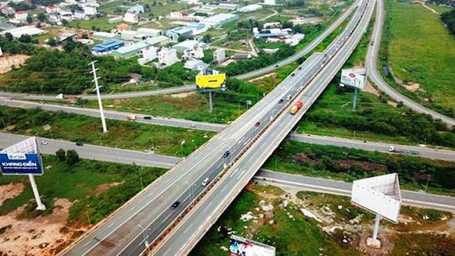 [Infographics] Ba dự án cao tốc Bắc Nam chuyển sang đầu tư công