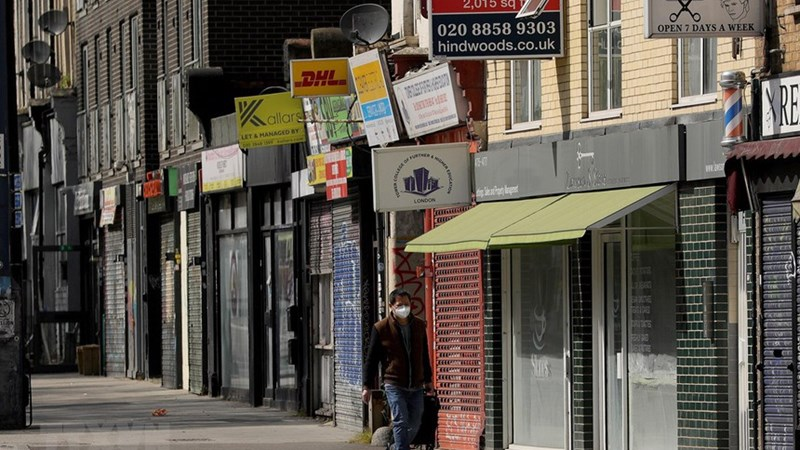 [Video] Các mặt hàng kinh doanh không thiết yếu ở Anh mở cửa trở lại