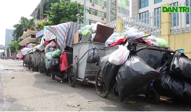 [Video] Rác thải lại ùn ứ khắp nội thành Hà Nội
