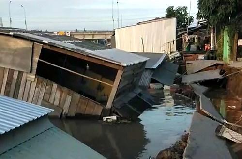 [Video] 5 căn nhà ở Đồng Tháp trôi xuống sông vì sạt lở