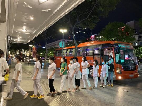 [Video] Tập đoàn Phương Trang huy động 5.000 chuyến xe đưa người dân về quê miễn phí