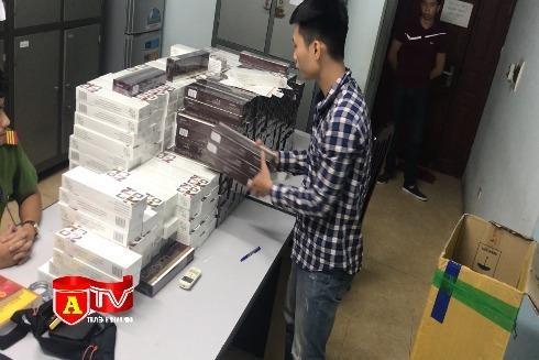 [Video] Công an Hà Nội bắt giữ đối tượng mua bán 3.500 bao thuốc lá nhập lậu