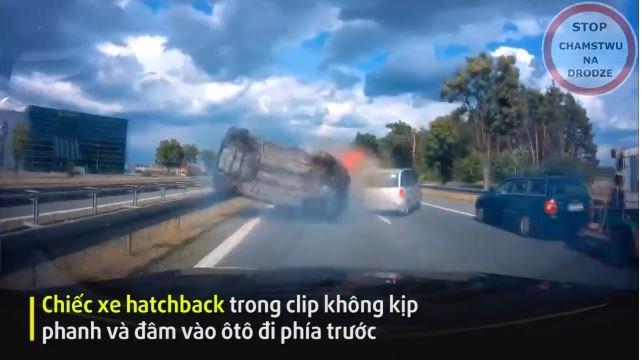 [Video] Tài xế bẻ lái