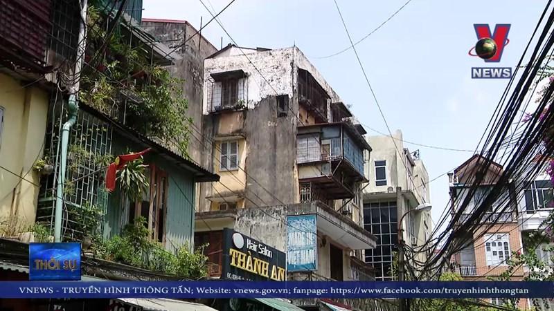 [Video] Hàng trăm chung cư cũ ở Hà Nội đang nằm chờ cải tạo