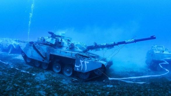 [Video] Jordan nhận chìm xe tăng, trực thăng để làm bảo tàng quân sự dưới biển
