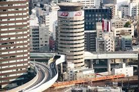 [Video] Đường cao tốc chạy xuyên qua tòa nhà ở Nhật Bản