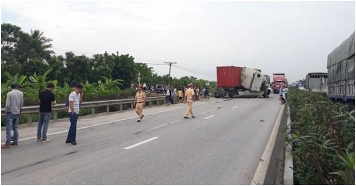 [Video] Lại xảy ra tai nạn giao thông trên quốc lộ 5, ùn tắc gần 10km