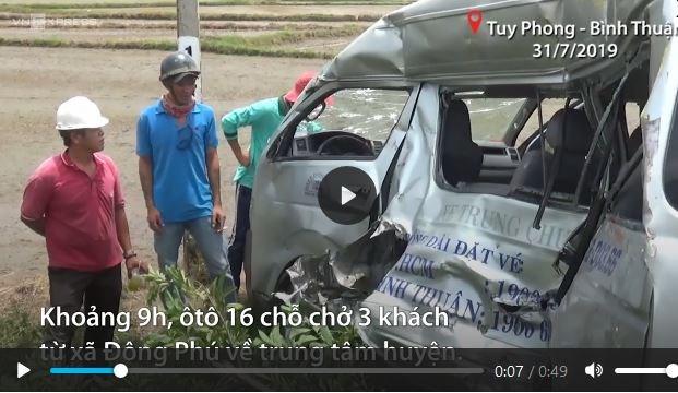 [Video] Ôtô biến dạng sau khi bị tàu hỏa kéo lê 200 m ở Bình Thuận