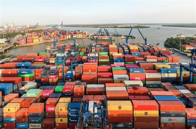Bộ Tài chính phối hợp xử lý khó khăn để giải phóng hàng tại cảng Cát Lái