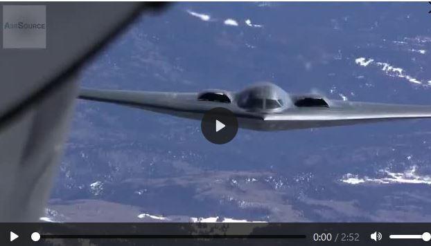 [Video] Máy bay ném bom tàng hình B-2 được tiếp nhiên liệu trên không