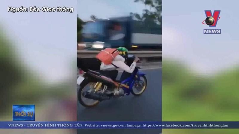 """[Video] Xử phạt thanh niên """"làm xiếc"""" trên quốc lộ"""