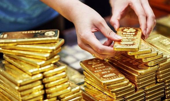 Nguy cơ suy thoái kinh tế ngày càng lớn đẩy giá vàng tăng mạnh lên đỉnh
