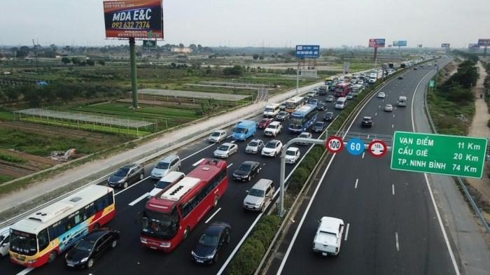 [Video] Hơn 200 ô tô kinh doanh vận tải bị thu hồi phù hiệu không thời hạn