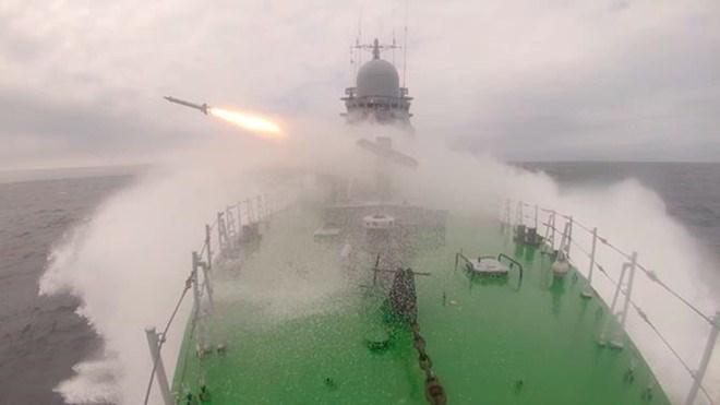 [Video] Chiến hạm Nga thử tên lửa phòng không trên biển Nhật Bản