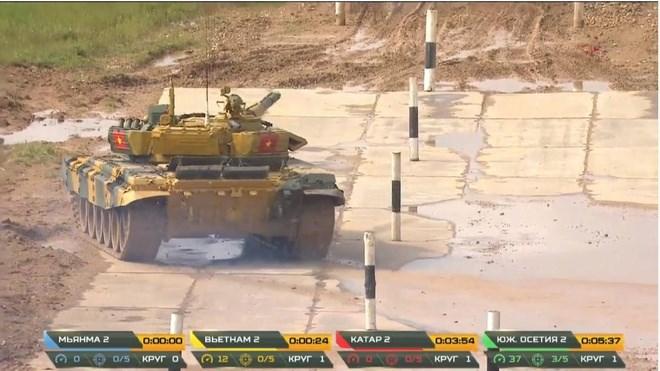 [Video] Xe tăng Việt Nam chạy 64 km/h, về đích đầu tiên trận 2