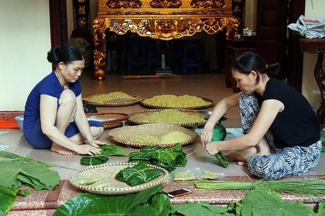 [Video] Tận mắt xem quy trình làm cốm ở làng nghề nổi tiếng nhất Hà Nội