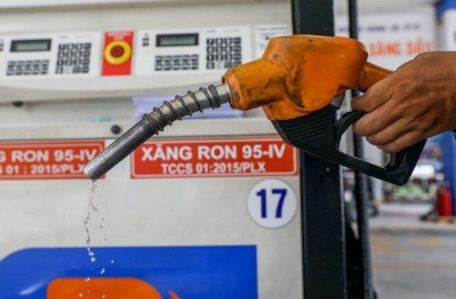 Giá xăng dầu tăng mạnh, Brent vượt ngưỡng 75 USD/thùng
