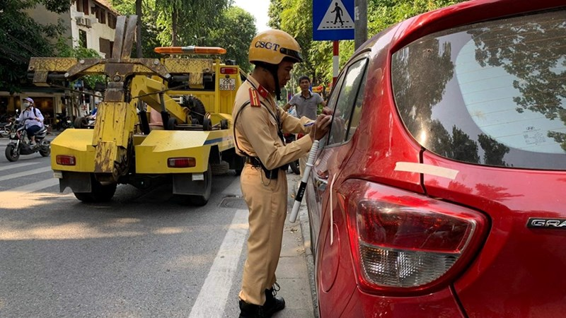 [Video] Xử lý nghiêm tình trạng ô tô dừng đỗ sai quy định trong nội đô