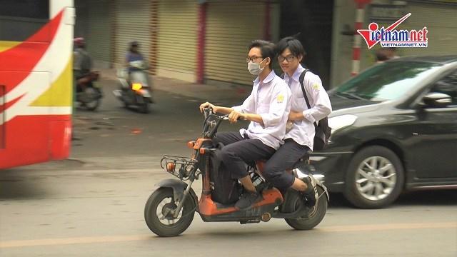 [Video] Tái diễn tình trạng học sinh vi phạm Luật An toàn giao thông