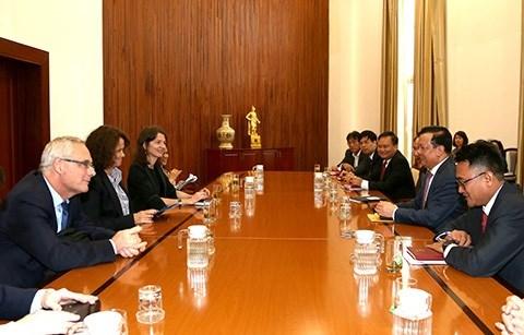 Bộ trưởng Bộ Tài chính tiếp tân Giám đốc quốc gia Ngân hàng Thế giới tại Việt Nam