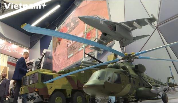 [Video] Nga giới thiệu nhiều loại vũ khí hiện đại tới các nước châu Phi