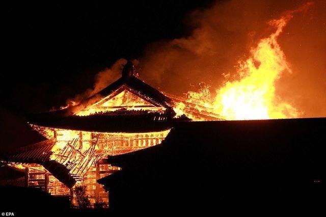 [Video] Hỏa hoạn kinh hoàng nhấn chìm lâu đài di sản 600 tuổi ở Nhật Bản
