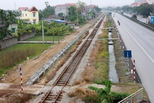 [Video] Cần nhiều biện pháp xóa bỏ lối đi tự mở qua đường sắt