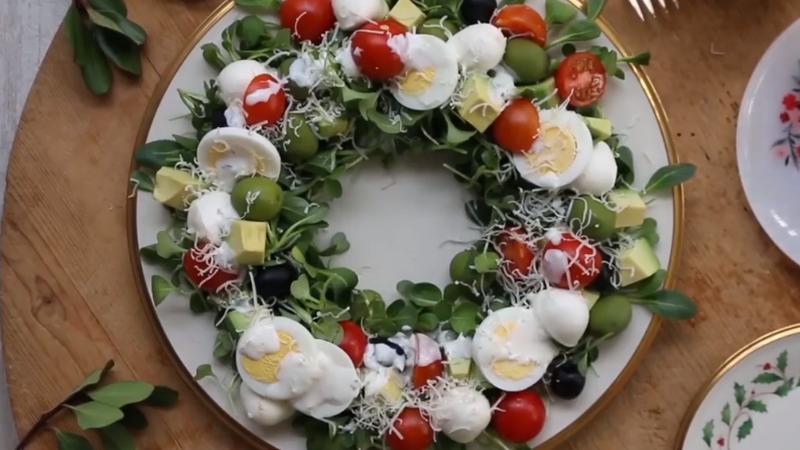 [Video] Mẹo làm salad vòng hoa đơn giản đón Giáng sinh