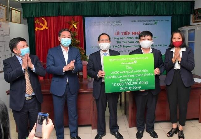 Vietcombank tặng 10 tỷ đồng quà Tết nạn nhân chất độc da cam/dioxin tại Hà Nội