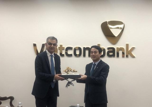 Chủ tịch HĐQT Vietcombank làm việc với Tổng Giám đốc Ngân hàng Standard Chartered Việt Nam