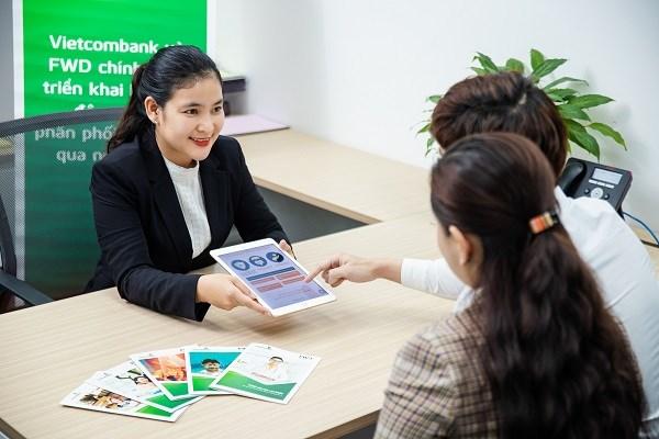 Vietcombank và FWD hợp tác độc quyền phân phối bảo hiểm qua ngân hàng