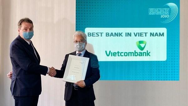 """Vietcombank nhận giải thưởng """"Ngân hàng tốt nhất Việt Nam"""""""