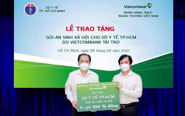Vietcombank tặng gói an sinh xã hội 100 tỷ đồng cho Sở Y tế TP. Hồ Chí Minh