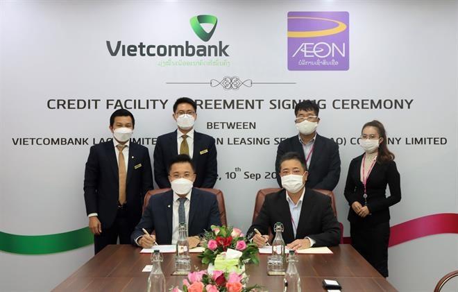 Vietcombank Lào ký hợp đồng tín dụng với AEON Lào