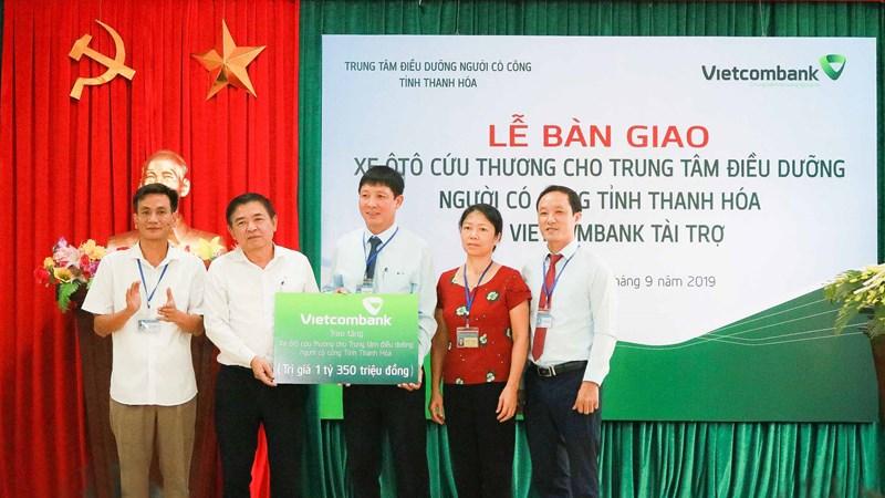 Vietcombank tặng xe cứu thương cho Trung tâm Điều dưỡng người có công tỉnh Thanh Hóa