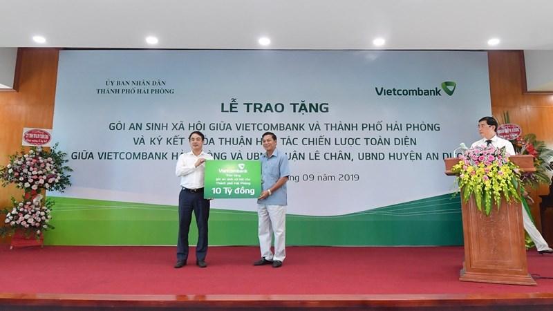 Vietcombank tặng Hải Phòng gói hỗ trợ an sinh xã hội 10 tỷ đồng