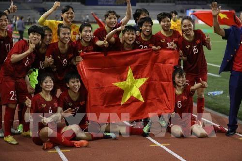 Vietcombank thưởng 500 triệu đồng cho Đội tuyểnbóng đá nữ Việt Nam
