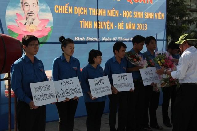 Tuổi trẻ Hải quan Bình Dương: Hưởng ứng chiến dịch hè năm 2013