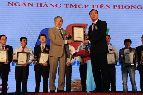 TienPhong Bank nhận giải thưởng Tin và Dùng 2013