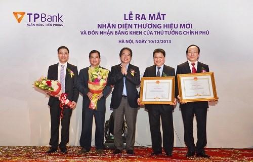 TPBank ra mắt nhận diện thương hiệu mới và nhận Bằng khen của Thủ tướng Chính phủ
