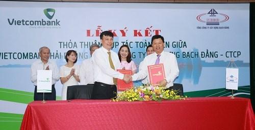 Vietcombank Hải Phòng ký hợp tác cùng Tổng công ty Xây dựng Bạch Đằng