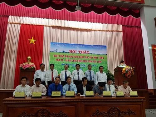 Vietcombank được vinh danh tại Diễn đàn hợp tác kinh tế Đồng bằng sông Cửu Long