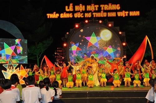 """Vietcombank: Đồng hành cùng """"Đêm hội trăng rằm – Thắp sáng ước mơ thiếu nhi Việt Nam"""""""