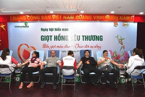 Cán bộ Vietcombank với ngày hội