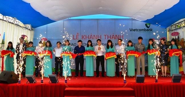 Vietcombank bàn giao công trình giao thông trị giá 3 tỷ đồng cho Hưng Yên