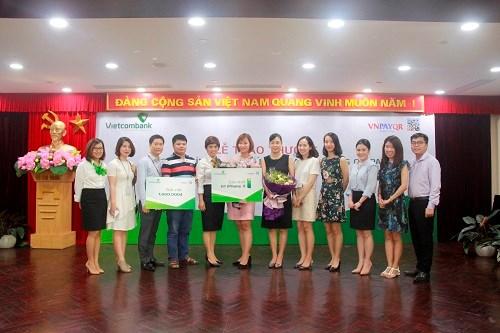 """Vietcombank trao thưởng Chương trình """"Tưng bừng mua sắm bằng QR Pay"""""""
